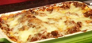 Make Lots O'Meat Lasagna with Paula Deen
