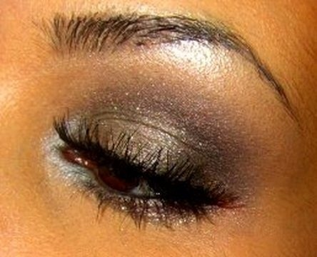Create a flirty and romantic eye makeup look