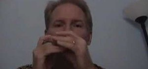 Play clear single notes and vibrato on the harmonica