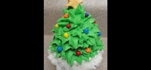 Decorate a festive Christmas tree cupcake