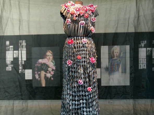 """Living"" Flower Dresses Change With the Seasons"