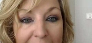 Do easy smokey eyes for an older woman