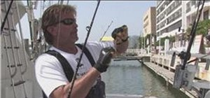 Tie a fishing line for ocean fishing