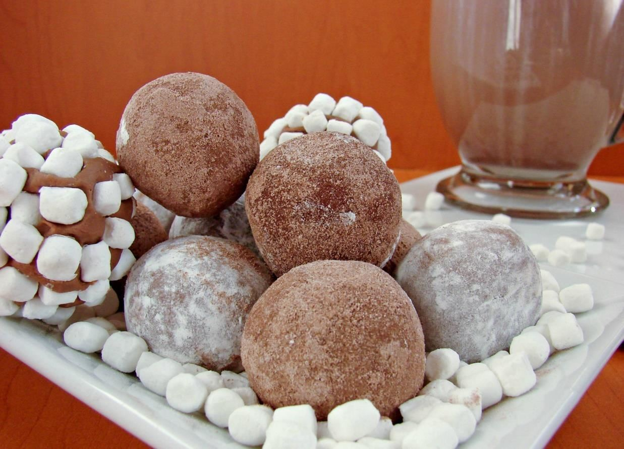 'Hot Chocolate' Balls = Next-Level Instant Cocoa