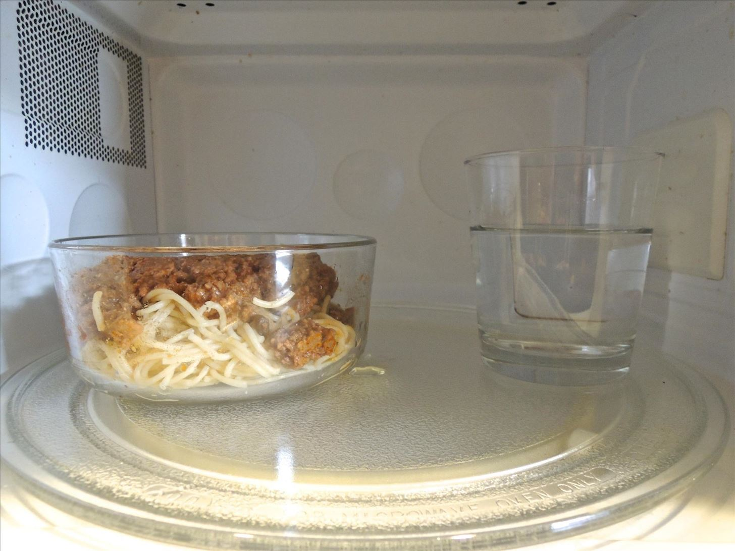 That cup of water will keep the spaghetti from overcooking and drying out. Image by Neil Gonzalez/Food Hacks Daily & 10 Tricks You Need to Use for Better-Tasting Food from Your ...