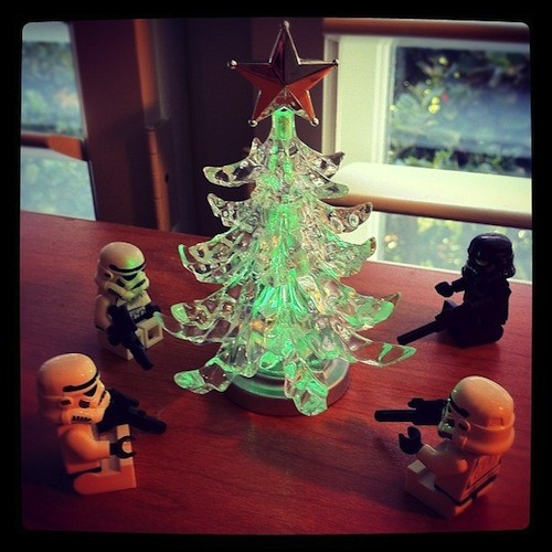 Get Inspired! 30 Festive Holiday-Themed Photos Taken with Cell Phones
