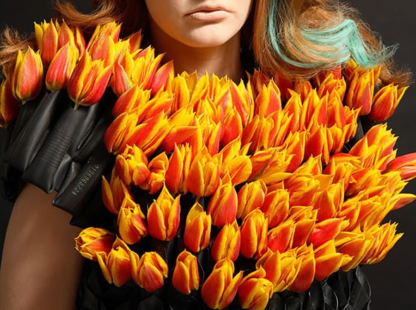 """""""Living"""" Flower Dresses Change With the Seasons"""