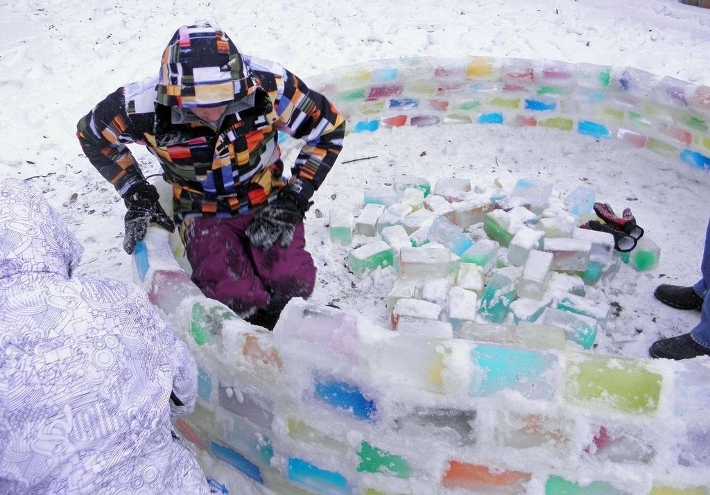 Relativ How to Build Your Own Rainbow-Colored Igloo with Milk Carton Ice  OH44