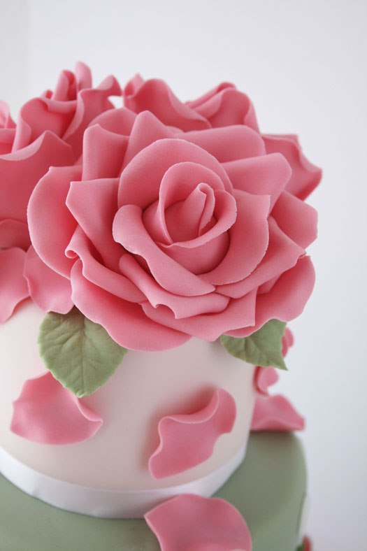 Images For Rose Cake : HowTo: Beautiful Gum Paste Roses   CAKES! CAKES! CAKES!