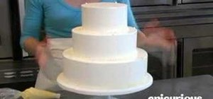 Decorate a wedding cake with piping swag
