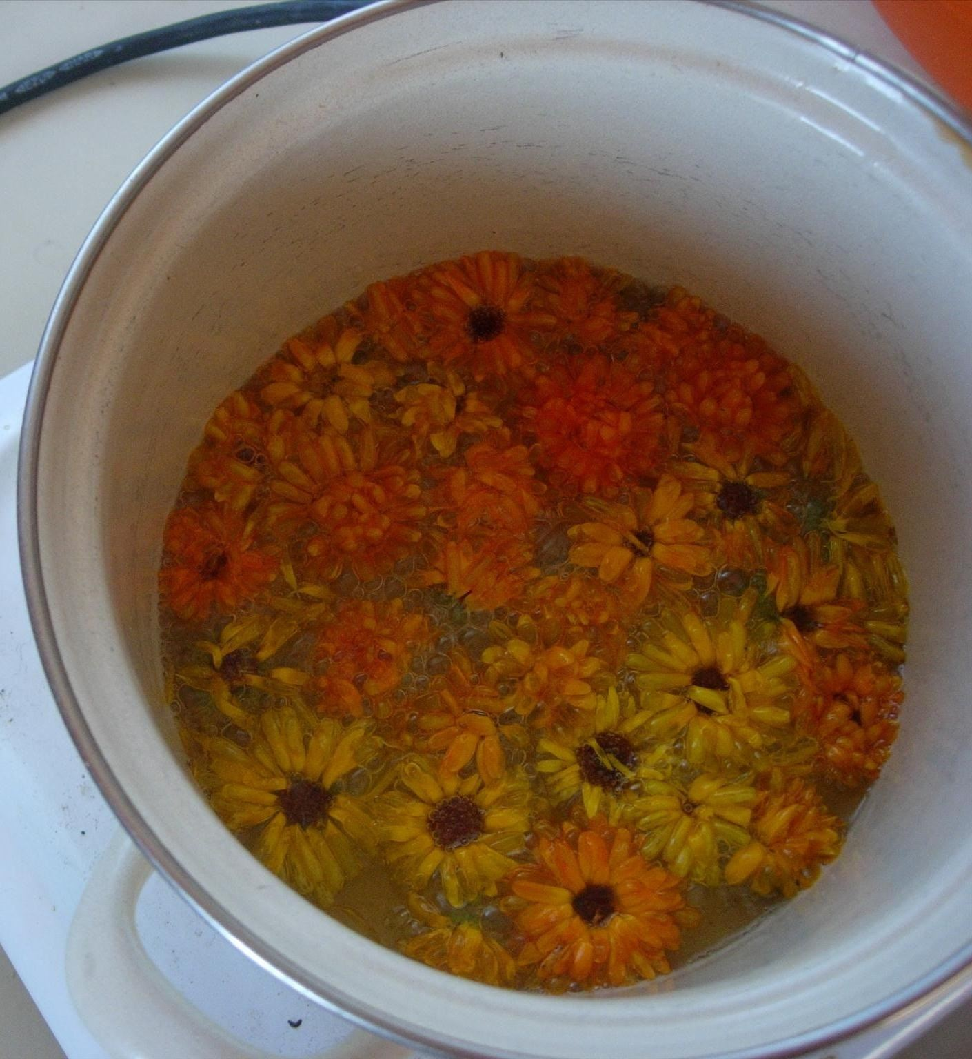 How to Make a Natural Marigold Cream