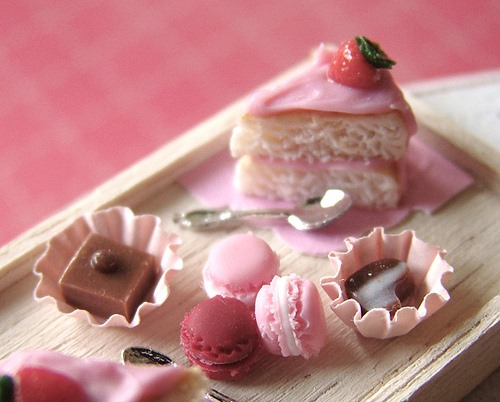 Dollhouse Baker Obsessively Crafts Tiniest Cakes In The World