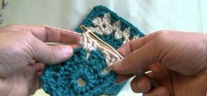 Crochet a two-color granny square with a circle center