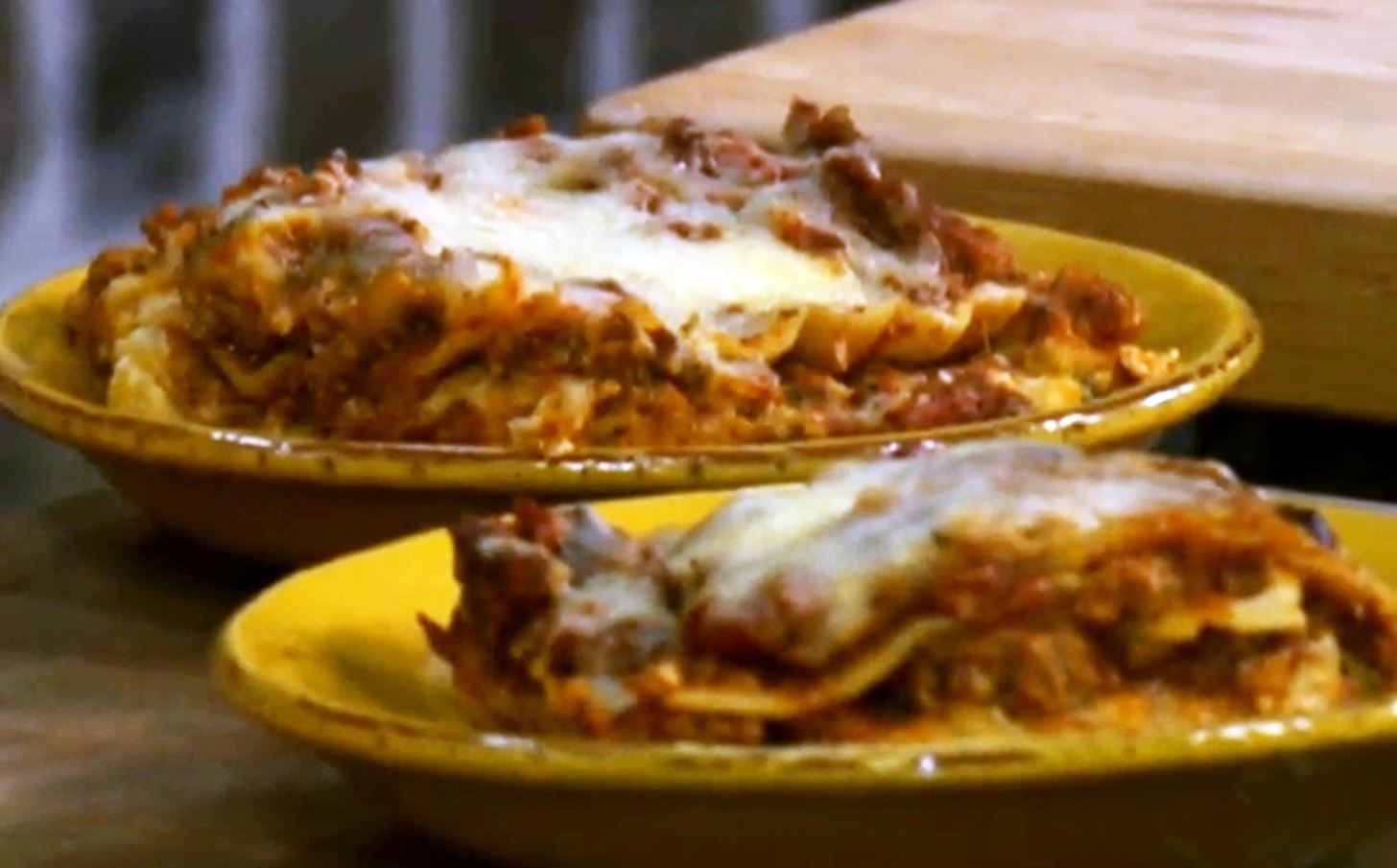 How to Make Lots O'Meat Lasagna with Paula Deen