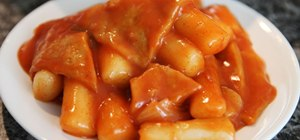 Make Korean dukbokki, a hot and spicy rice cake