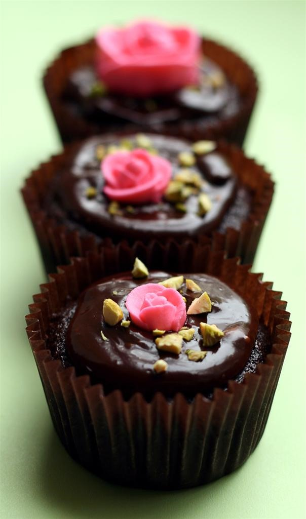 RECIPE: Chocolate Cupcakes With Royal Icing Roses