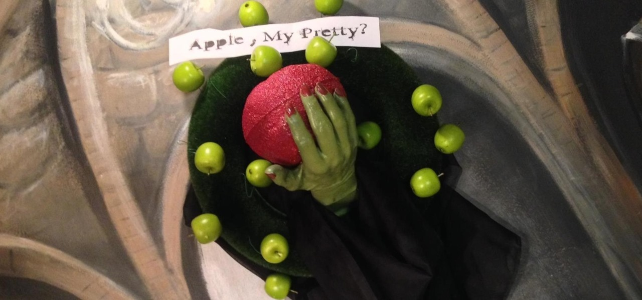 How to Make a Witch Hand with Poisoned Apple Halloween Wreath