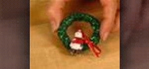 Make mini holiday Christmas wreaths with your kids
