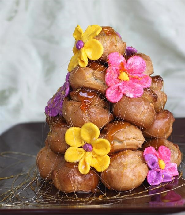 RECIPE: Pretty Spring Flower Croquembouche