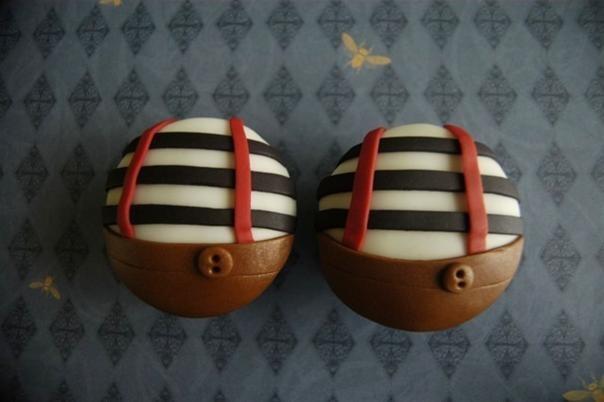 Tweedle Dee & Tweedle Dum Cupcakes