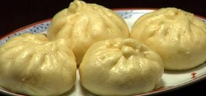 Make nikuman (Chinese-style steamed pork buns)