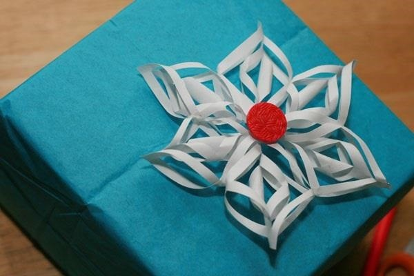 Your christmas presents look better using these cheap amp easy gift wrap
