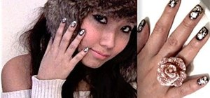 """Create a sparkly """"gold leaf"""" winter nail design"""