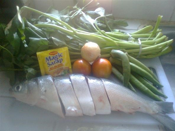 How To Cook A Simple Sinigang Na Bangus Milkfish Stew Fish Wonderhowto