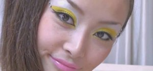 Apply yellow eye shadow with a crystal clear look
