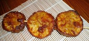 Make Filipino kamote que (sweet fried potato)