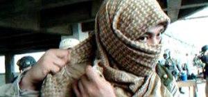 Wrap a Shemagh or Keffiyea Arab scarf