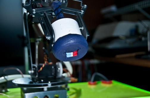 Balloon + Coffee Grounds = Robot Hands
