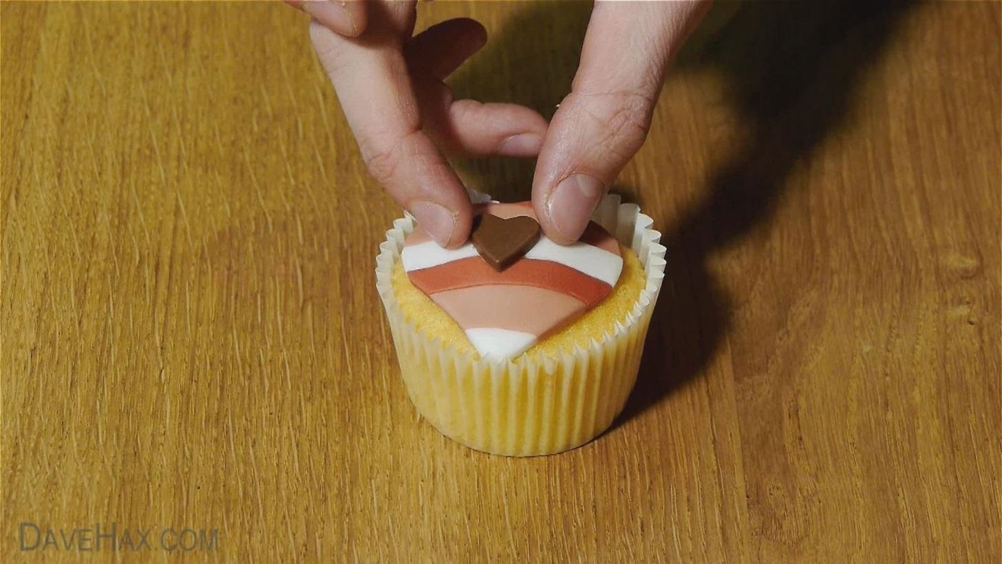 How to Make Heart-Shaped Cupcakes for a Valentine's Day Surprise