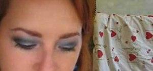 Create a blue grey smokey eye makeup look