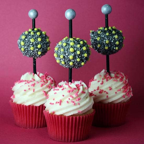Cupcake Decorating Ideas New Years Eve : How to Make Ball Drop Cupcakes for New Year s Eve   Cake ...
