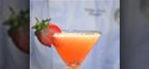 Mix a classic strawberry daiquiri cocktail