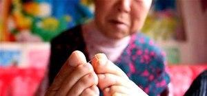 Armless Woman Becomes Embroidery Guru