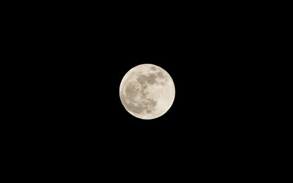 Supermoon Pics from Last Night with a Standard Zoom Lens