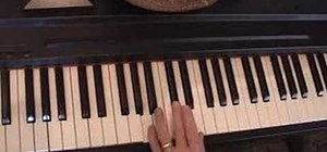 Play the major chords on the piano