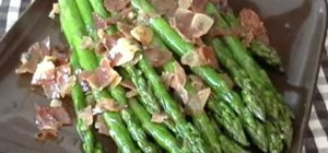 Make asparagus with ham, garlic and lemon
