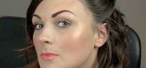 Apply a light & flirty makeup look for summer