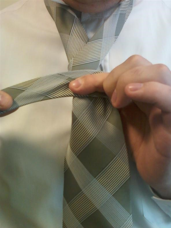How to Tie an Atlantic Tie (And Its Variant Bosphorus)