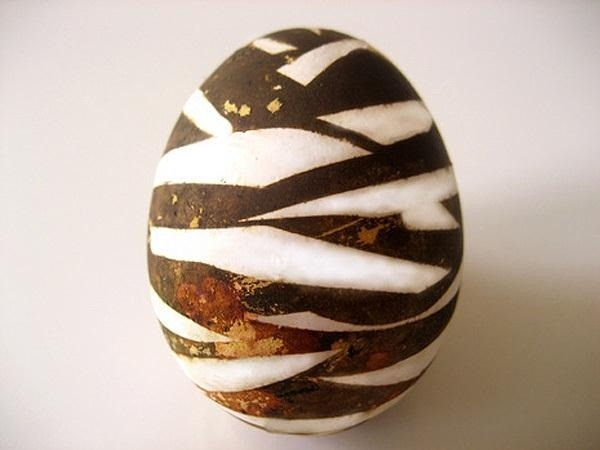 How to Make Gorgeous Patterned Easter Eggs Using Your Own Natural Homemade Dyes