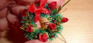 Make a miniature Christmas wreath
