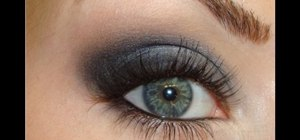 Get smoky navy eyes