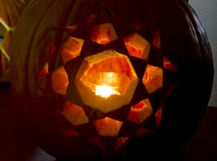 Community Roundup: Fix an Xbox with Pennies, Carve Polyhedral Pumpkins & More