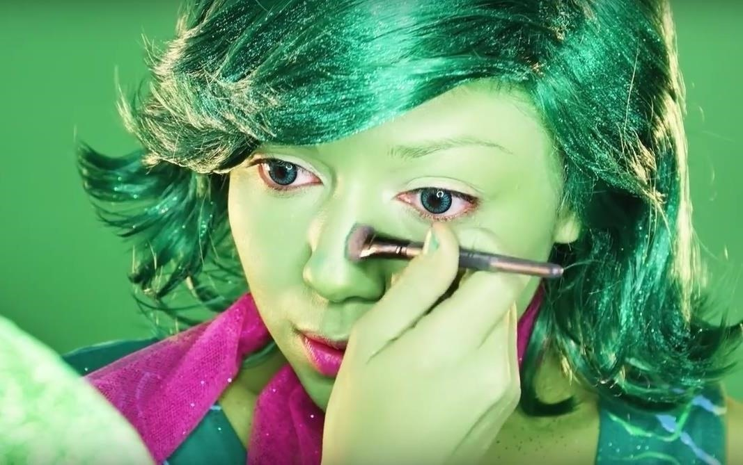 Disgust makeup