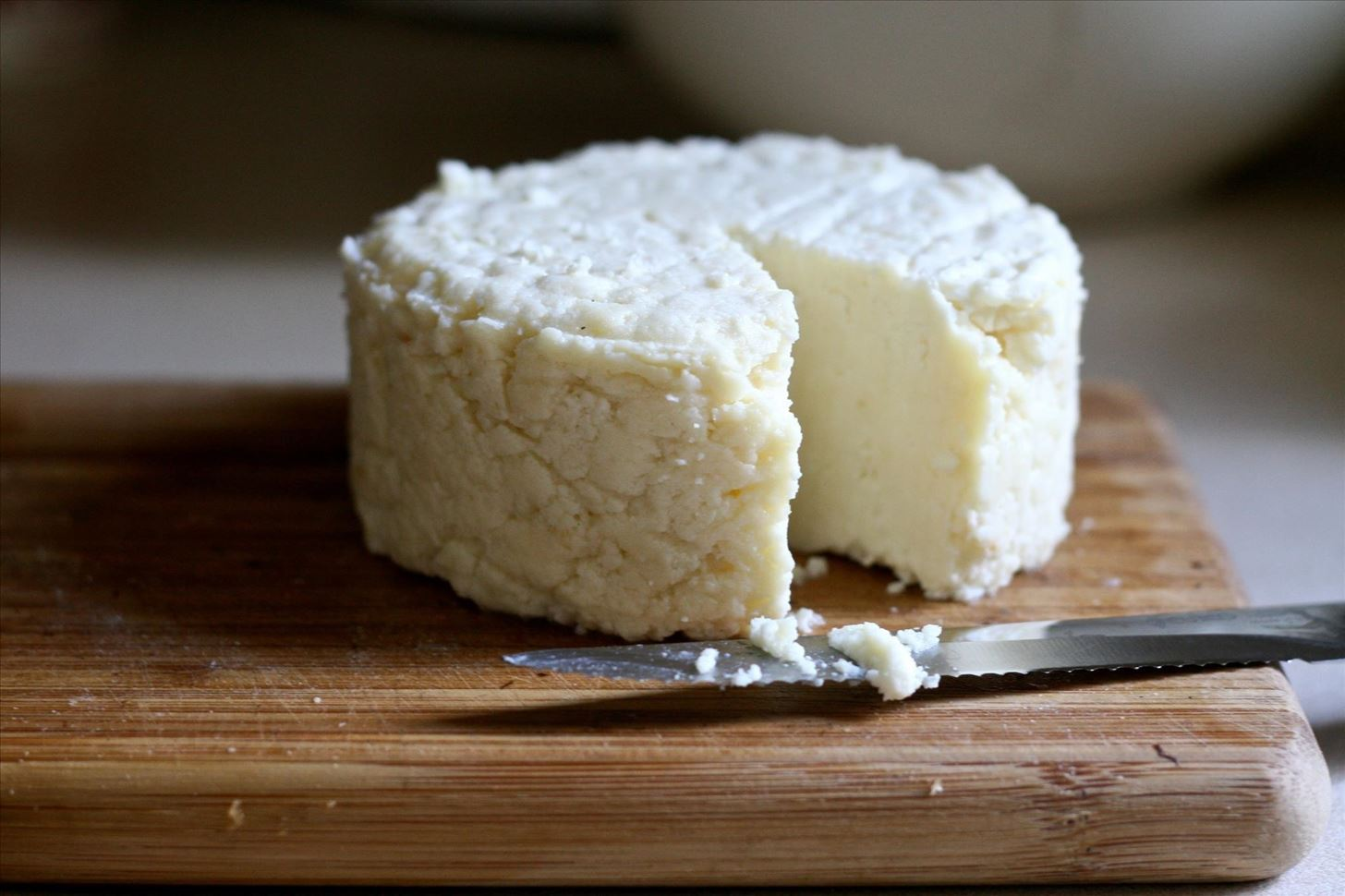 Cut Back on Calories with These Easy, Tasty, & Healthy Cheese Alternatives
