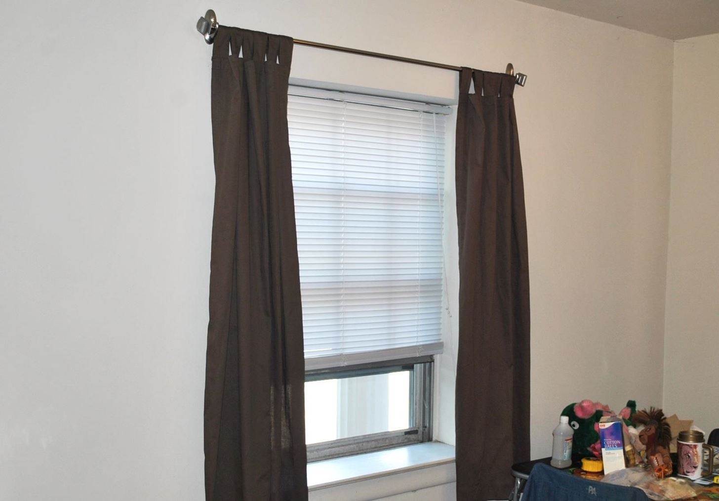 How to hang curtains without making holes in the wall for Wall to wall curtain