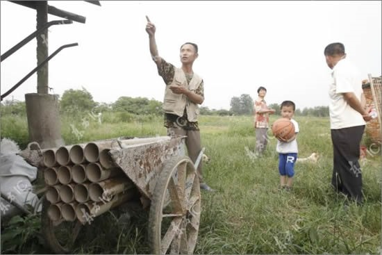 How Long Can This Chinese Farmer Hold Off City Hall with DIY Munitions?